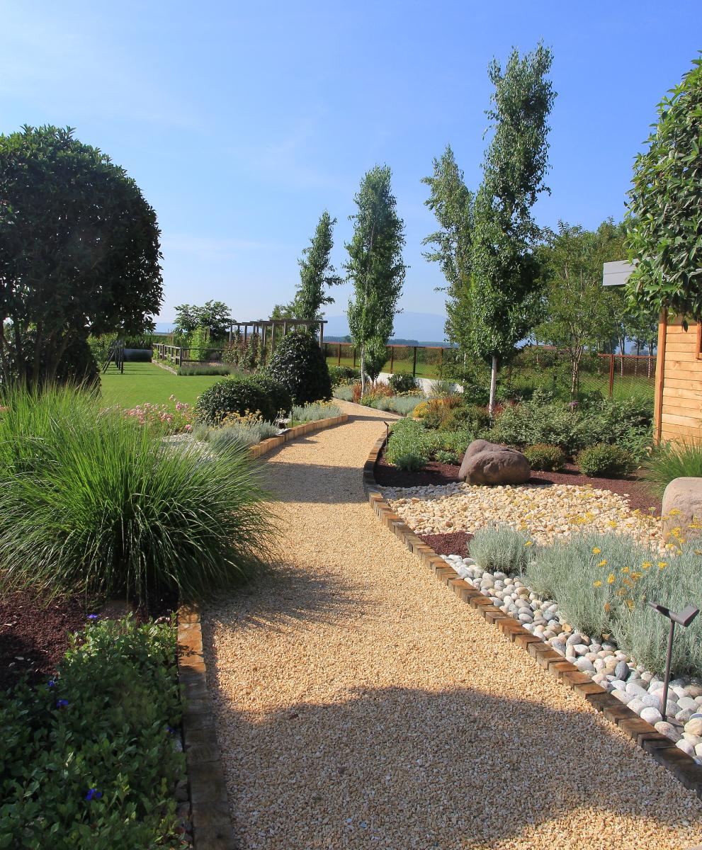Pinetti da giardino con cordoli per aiuole da giardino for Bordure per aiuole obi