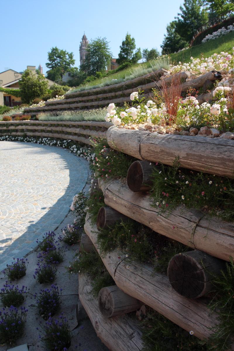Il giardino in curva miretti vivai giardini - Terrazzamenti giardino ...